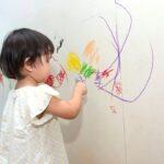 ¿Cómo borrar los dibujos de los niños del papel tapiz?