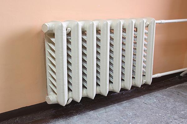 Radiador de casa en la pared