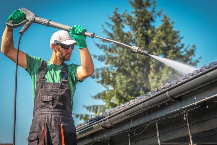 Lavar las canaletas y el techo
