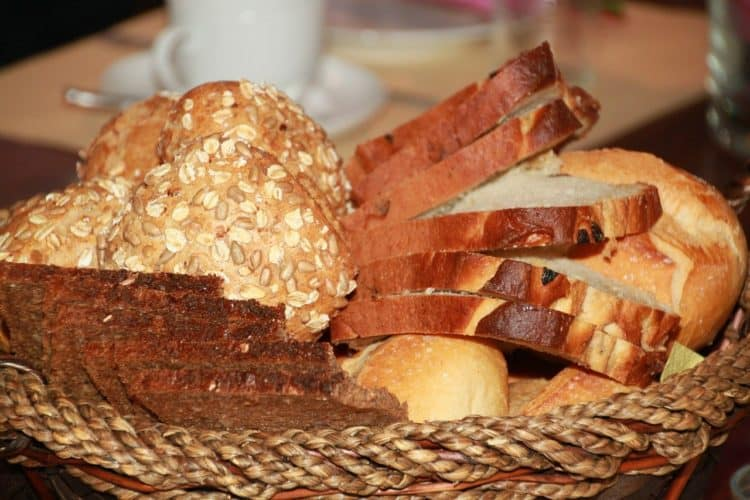 ¿Puedes poner pan en abono?