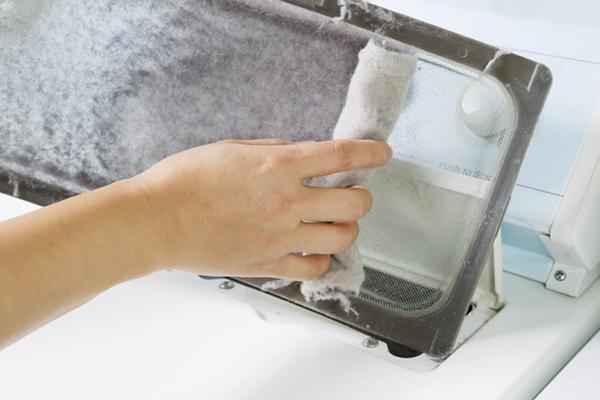Sala de lavandería de limpieza de primavera