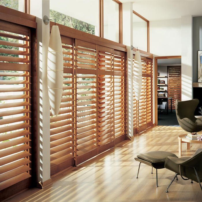 La habitación con persianas ayuda a mantener las habitaciones frescas sin aire acondicionado