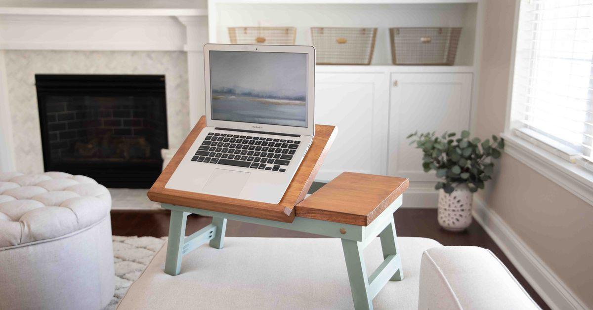 Cómo hacer una mesa plegable para computadora portátil