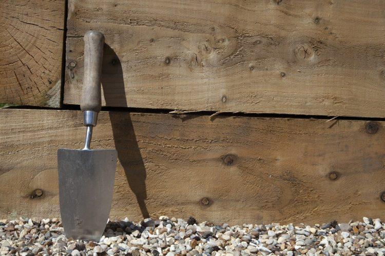 ¿Cómo se limpian y se cuidan las herramientas de jardín?