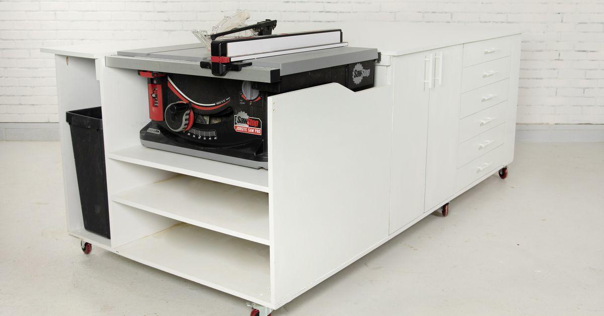 Construya el banco de trabajo móvil definitivo con la sierra de mesa incorporada