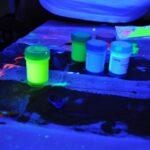 ¿Cómo hacer pintura fosforescente?