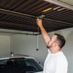 Puerta de garaje: reparaciones y ajustes.