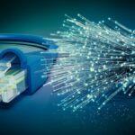 ¿Cómo instalar fibra óptica en una casa?