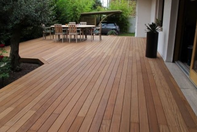 Terraza de madera exótica