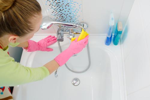Cómo limpiar una bañera