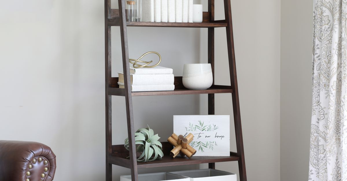 Cómo construir una estantería con escalera inclinada