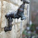 Cómo evitar que las tuberías congeladas arruinen su país de las maravillas invernal