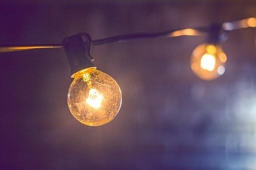 Cadena de luces colgando