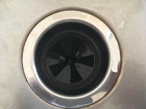 fregadero desagüe y triturador de basura