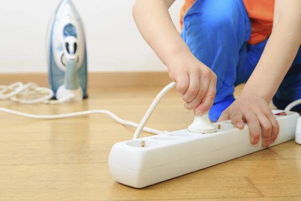 Seguridad eléctrica en el hogar: peligros eléctricos comunes y cómo evitarlos